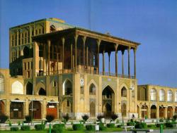 مطالعه و شناخت کاخ عالی قاپو اصفهان به همراه سیر تحول مرمت آن